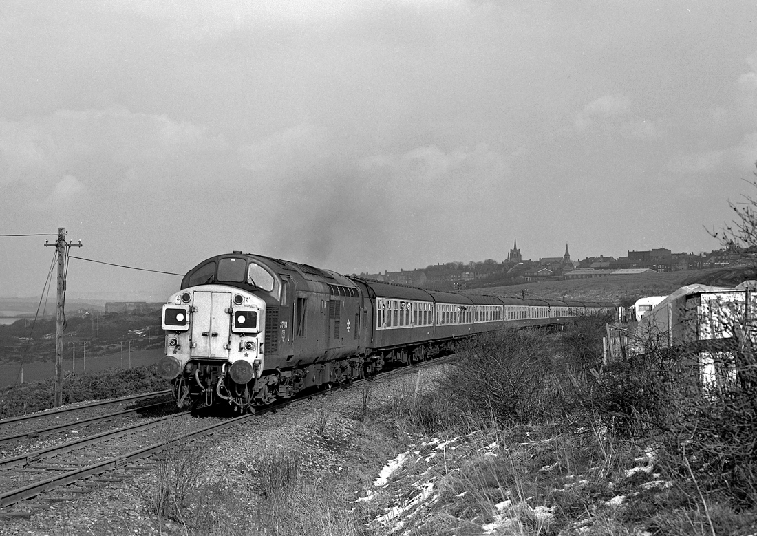 With the church spires towering above the town, 37114 heads away from Stanley towards Annfield Plain en route to Consett. Photo copyright Bob Lumley