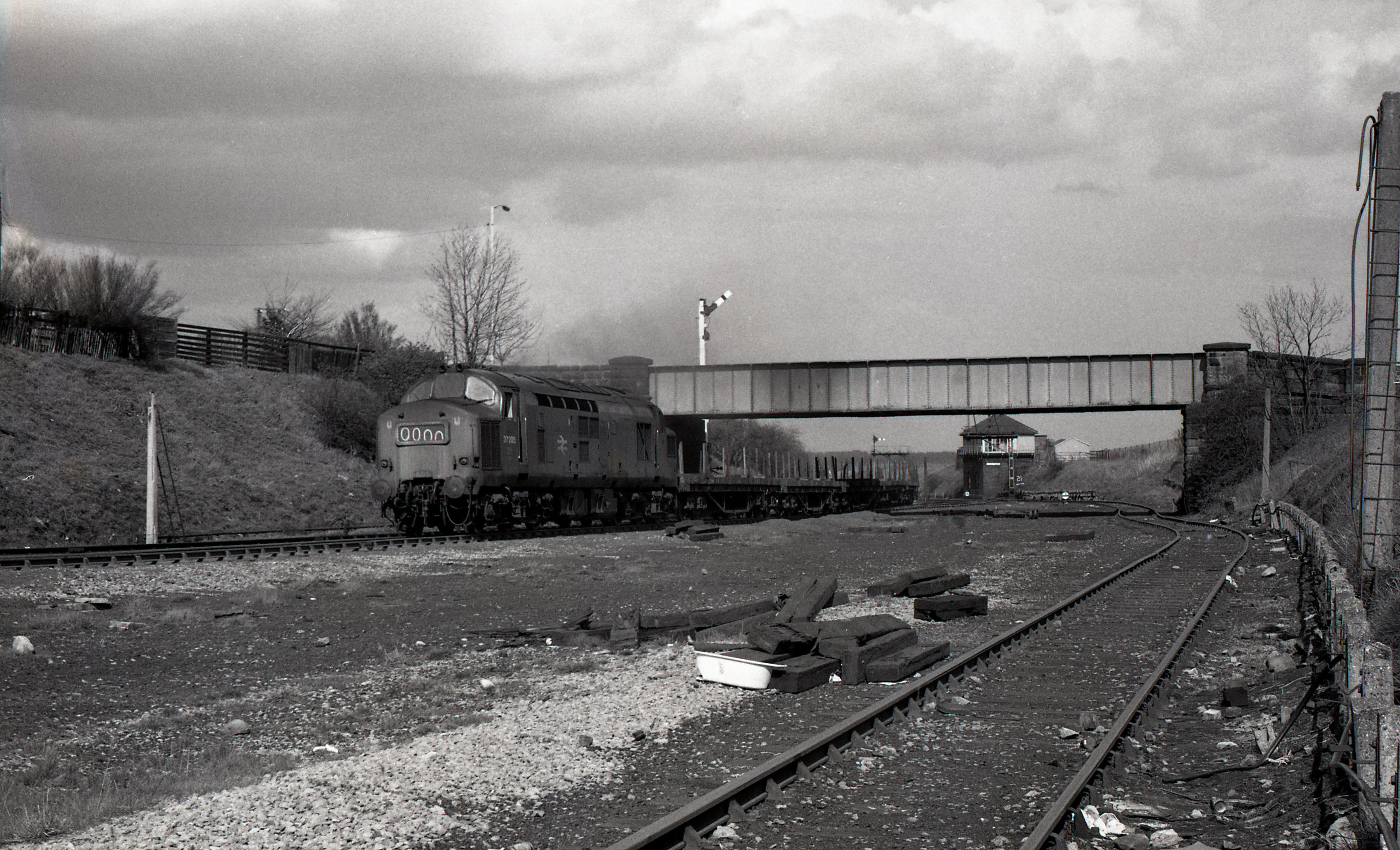 37205 at Site of Stella Gill Sidings