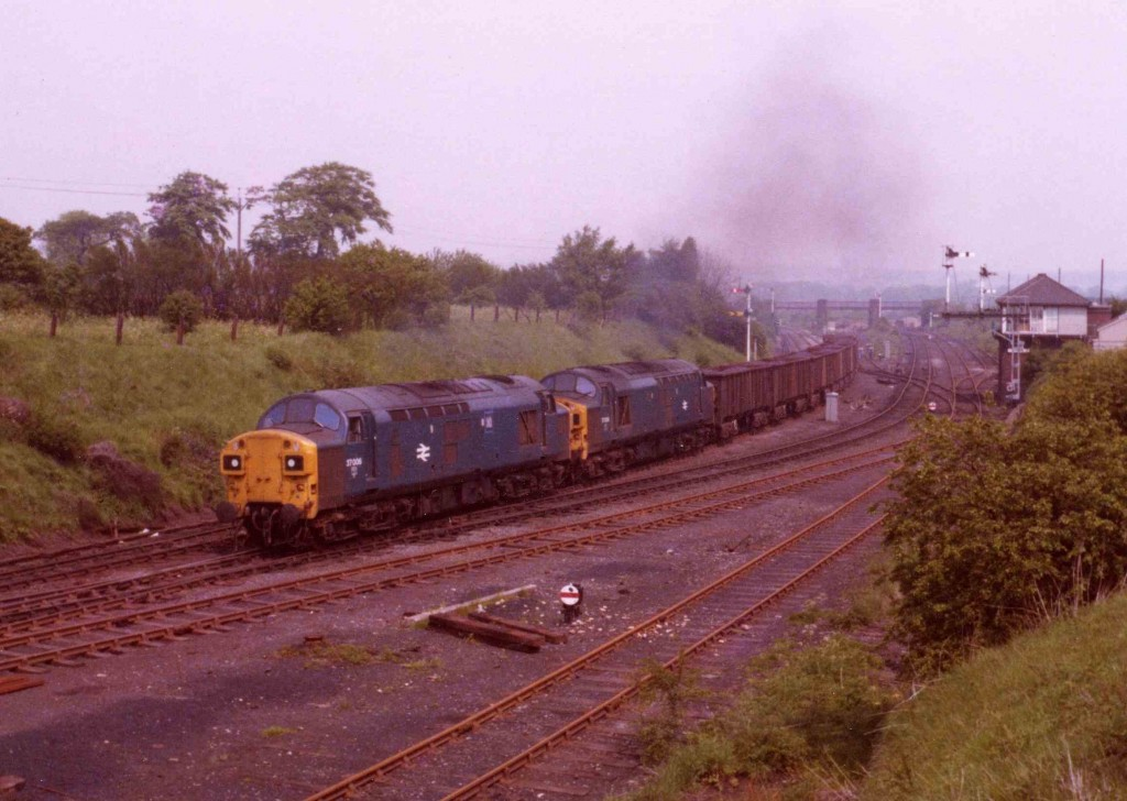 South_Pelaw37006_and 008_come_up_the_bank_from_Tyne_Yard_