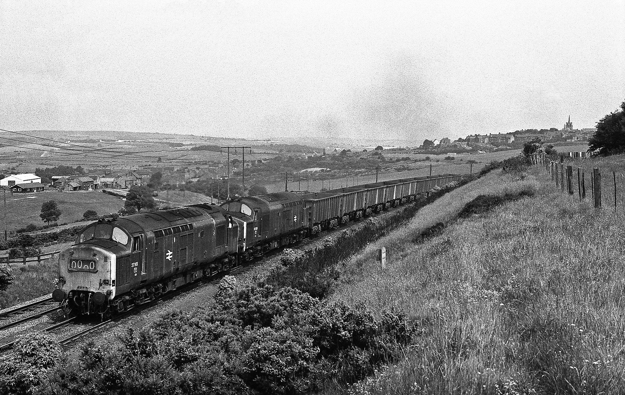 37167 & 37200 passing Oxhill with iron ore for Consett on 29 June 1976. Photo copyright Stephen McGahon