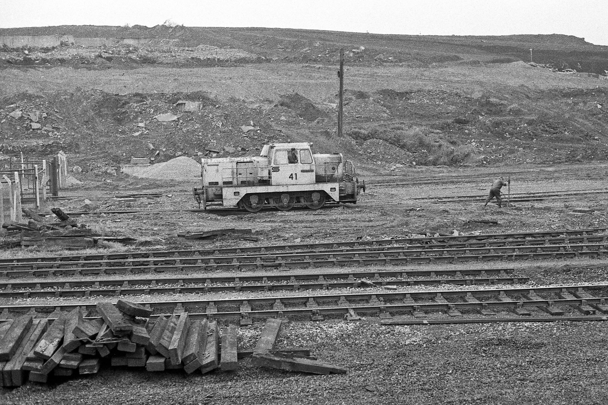 Consett Steelworks Sentinel Shunter 41 sits in the Low Yard in June 1983. Photo copyright Stephen McGahon.
